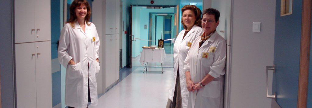 """Οι εθελοντές της """"Διακονίας"""" απαλύνουν τον πόνο, συμπαραστέκονται στους αδύναμους και τους μοναχικούς ασθενείς."""